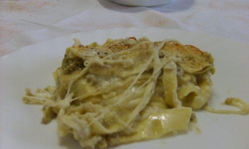 Lasagna con crema di carciofi e speck