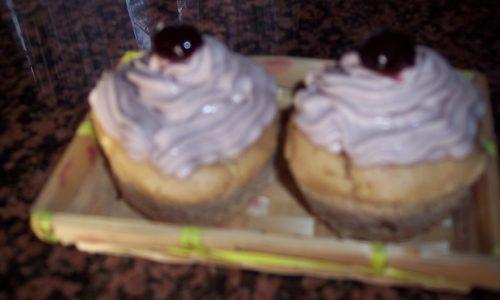 Cupcakes mele e cannella con frosting alle amarene