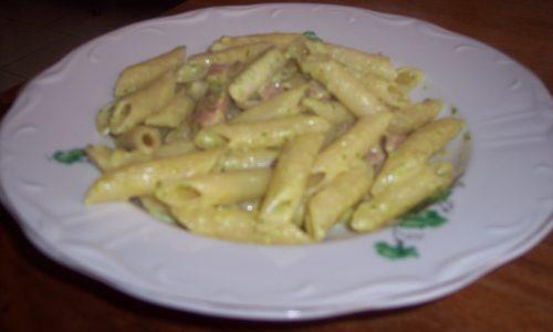 Pennette con zucchine, prosciutto e formaggio