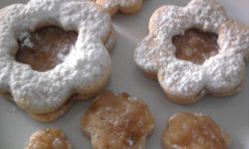 Biscotti con confettura di pere pennate